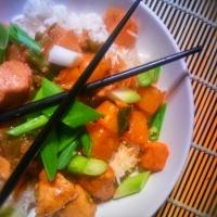Poulet à l'ananas aux saveurs asiatiques: Ce plaisir ensoleillé...