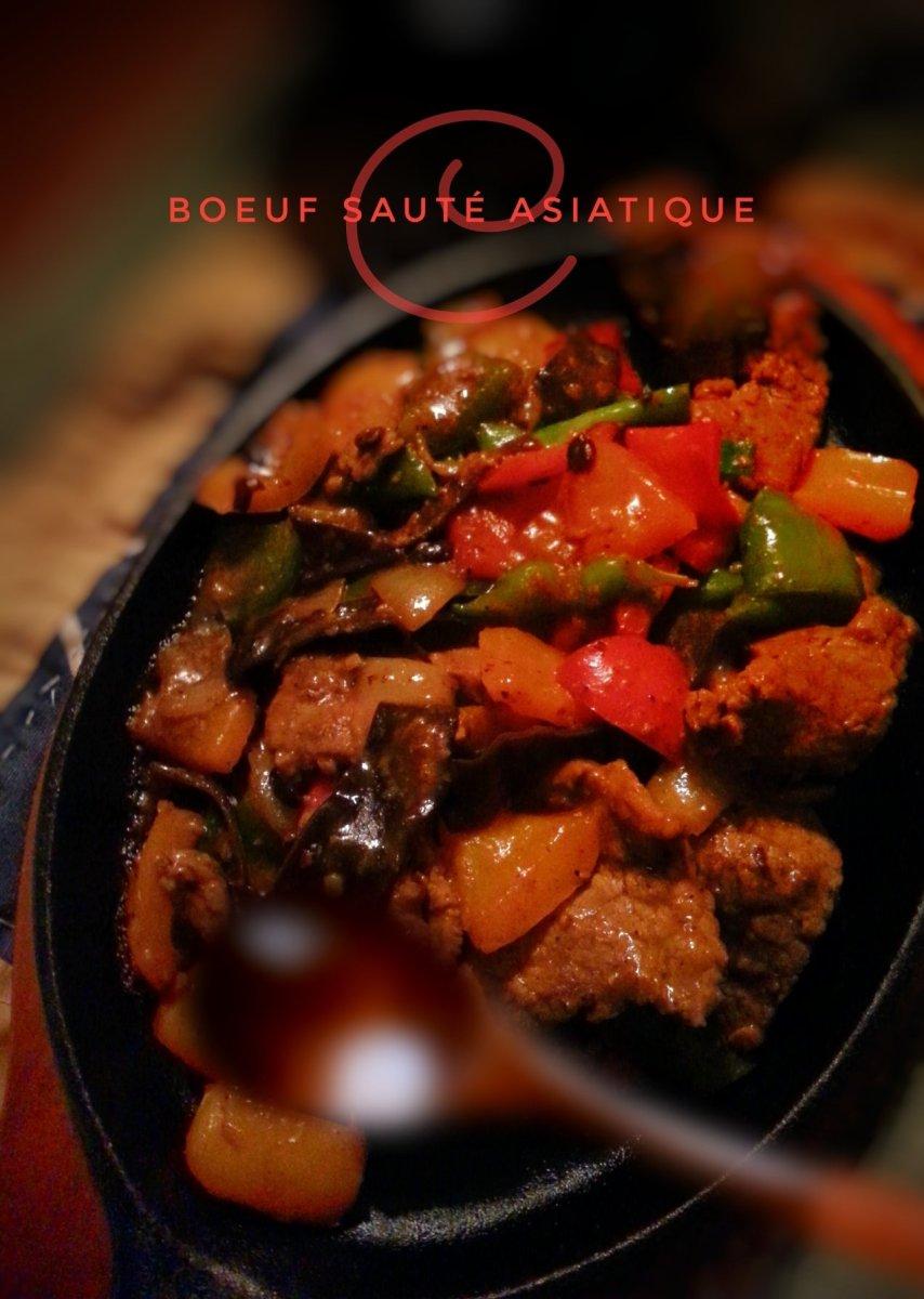 Boeuf sauté asiatique sur plaque chauffante: Chaleureux festin chinois...